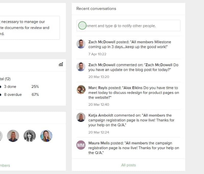 Einige Projektmanagement-Tools bieten Ihnen die Möglichkeit, mithilfe von In-App-Konversationen zusammenzuarbeiten.